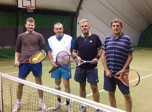 Regularnie gram z kolegami w tenisa